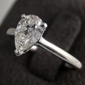 Pear cut 1.03 carats diamond