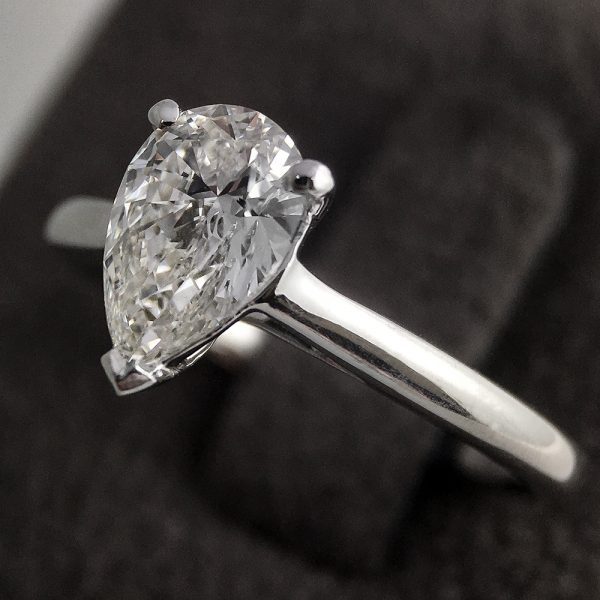 Pear cut 1.03 carats diamond